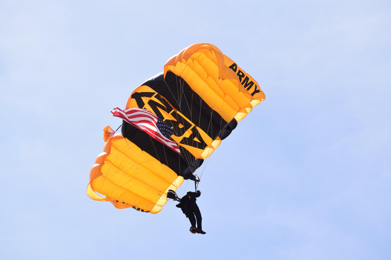 Army_Parachute_jim-stapleton-272212-unsplash